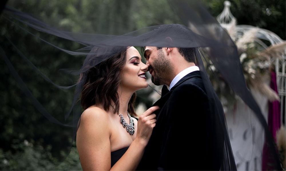 How To Plan An Elegant Halloween-Inspired Wedding